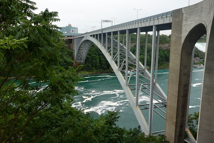 The Rainbow Bridge connects the USA and Canada
