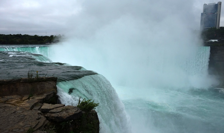 Watch Horseshoe Falls sideways from the Terrapin Point