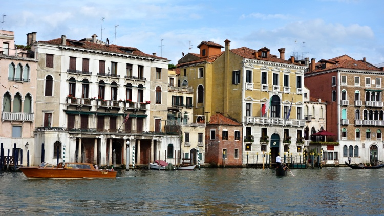 Don't drown in too many accommodation options (Venice, Italy)