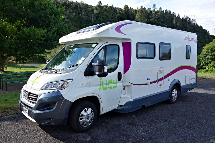 Driving a motorhome is so convenient (four-berth Jucy Casa)