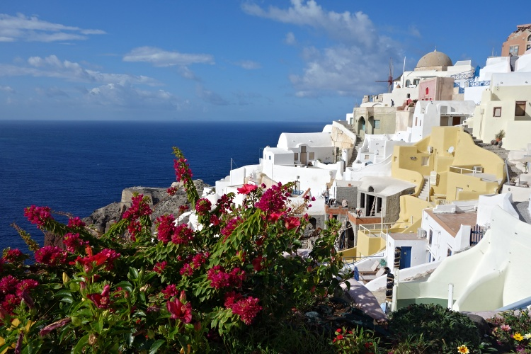 We recommend spending at least three full days in Santorini